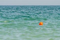 Pomarańczowy boja W oceanie Fotografia Stock