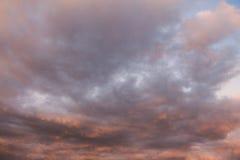 Pomarańczowy i czerwony niebo i chmury Obraz Royalty Free