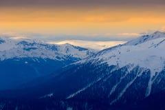 Pomarańczowy zmierzch nad górami Zdjęcie Royalty Free