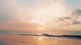 pomara?czowy zmierzch Zmierzch nad morzem Palmy plaży krajobraz zbiory