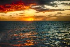 Pomarańczowy zmierzchu Marigot zatoki St Lucia Zdjęcia Royalty Free