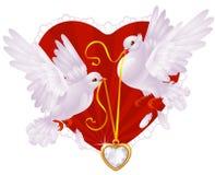 Pombos e coração dourado Foto de Stock Royalty Free