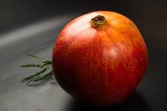 pomegranate предпосылки черный Стоковые Фотографии RF