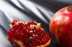 pomegranate предпосылки черный Стоковое Изображение