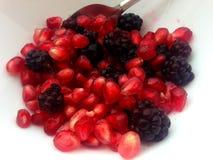 Pomegranate i bunke Royaltyfri Bild