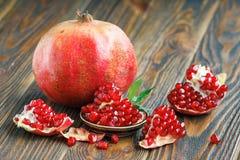 Pomegranate juice with ripe fresh punica granatum fruits Royalty Free Stock Photos
