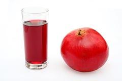 Pomegranatefrukt och exponeringsglas av fruktsaft Arkivbild