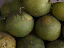 Pomelo do fruto de Tailândia pronto para comer da árvore no ouro amarelo do jardim Imagens de Stock Royalty Free