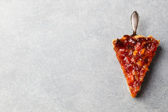Pomelo, naranja, tarta del limón, migaja en la opinión superior del fondo del espacio de piedra gris de la copia Fotografía de archivo libre de regalías