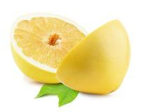 Pomelo o pomelo chino aislado en el fondo blanco imagen de archivo libre de regalías
