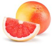 Pomelo rojo con la rebanada aislada en el fondo blanco Foto de archivo libre de regalías