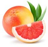 Pomelo rojo con la rebanada aislada en el fondo blanco Imagenes de archivo