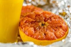 Pomelo y zumo de naranja Fotografía de archivo