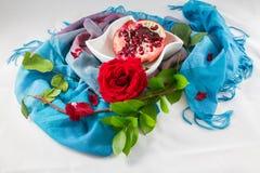 Pomengranate y Rose roja Foto de archivo