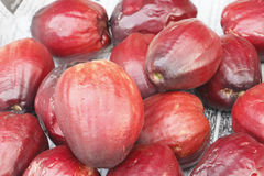 Pomerac ή η της Μαλαισίας Apple ή μήλο βουνών στην πώληση στην αγορά Στοκ Εικόνες
