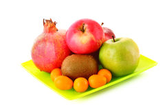Pomergranate, kiwi, peu de pomme et kumquat images libres de droits