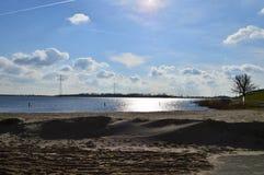 Pomeriggio adorabile in autunno Vista sopra l'acqua, il IJsselmeer immagine stock