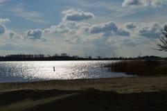 Pomeriggio adorabile in autunno Vista sopra l'acqua, il IJsselmeer fotografia stock libera da diritti