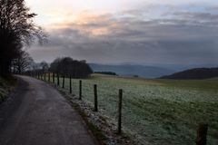Pomeriggio di inverno nel paese Fotografia Stock Libera da Diritti