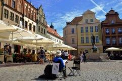 Pomeriggio soleggiato di estate sul quadrato a Poznan, la Polonia Fotografia Stock Libera da Diritti