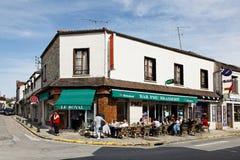 Pomeriggio in un villaggio del francese di Smalll Immagini Stock Libere da Diritti