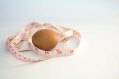 pomiarowa taśma i jajko Zdjęcie Stock