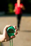 pomiarowy biegacza czas trener zdjęcie stock