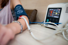 Pomiarowy ciśnienie krwi obrazy stock