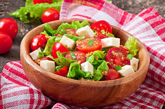 Pomidorowa sałatka z sałatą, ser Zdjęcia Royalty Free