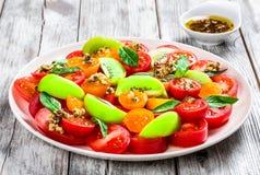 Pomidorowa sałatka z oliwa z oliwek i ziele Fotografia Stock