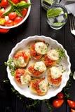 Pomidorowy crostini z mozzarella serem, oregano i świeżą macierzanką, Zdjęcie Royalty Free
