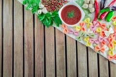 Pomidorowy kumberland w pucharze z makaronem Zdjęcie Stock