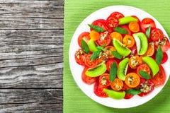 Pomidoru, kiwifruit i mennicy sałatka, widok od above Fotografia Royalty Free