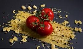 Pomidory i makaron obrazy stock