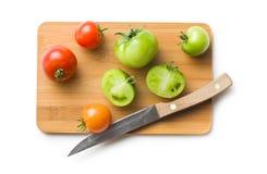 Pomidory na tnącej desce Fotografia Royalty Free