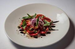 Pomidory z Yalta cebulami fotografia stock