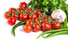 Pomidory, zieleni pieprze i inni warzywa na białym backgrou, Fotografia Royalty Free