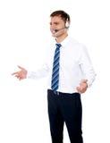 pomijający wyjaśniający męski oferty operatora ja target3684_0_ Fotografia Royalty Free