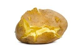 Pomme de terre cuite criquée non épluchée sur un fond blanc Image stock