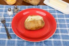 Pomme de terre cuite au four avec le poivre Photo stock
