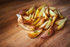 Pomme de terre cuite au four avec Rosemary Image libre de droits