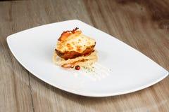 Pomme de terre cuite au four chaude avec du fromage et le lard Image stock