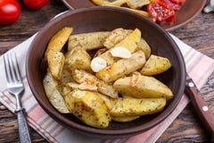 Pomme de terre cuite au four d'un plat Image stock