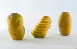 Pomme de terre de primeurs d'isolement sur la fin blanche de fond vers le haut Photo libre de droits