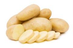 Pomme de terre fraîche d'isolement au-dessus du blanc Photographie stock libre de droits