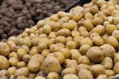 pomme de terre sur l'étagère dans le magasin Images stock