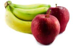 Pomme et banane rouges. Photographie stock libre de droits