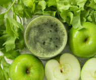 pomme et jus de légumes Photo libre de droits