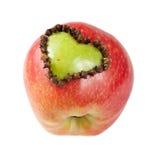 Pomme fraîche avec un en forme de coeur coupée Photos stock