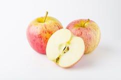 Pomme fraîche d'isolement sur le fond blanc Photographie stock libre de droits